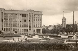 View to the Land Bank from Vienyb4s Square. 1940. The  building completed in 1935. (Original photo is in the Vytautas Magnus War Museum).